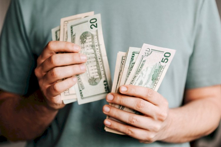 Get Financial Freedom This Year With These 8 Tips